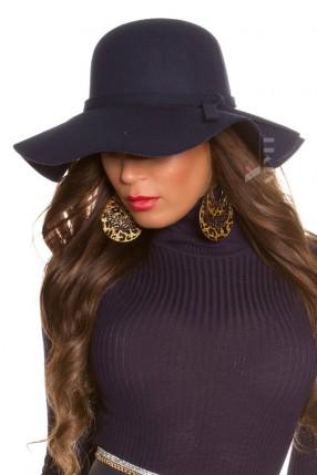 Широкополая женская шляпа в стиле Ретро