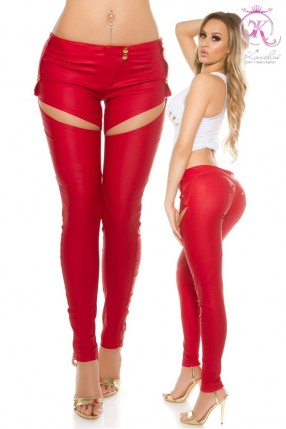Красные брюки-джинсы под кожу