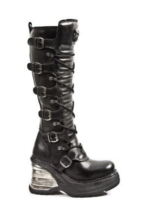 Кожаные сапоги со шнуровкой