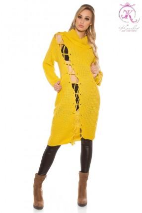 Яркое платье-свитер с широким воротником