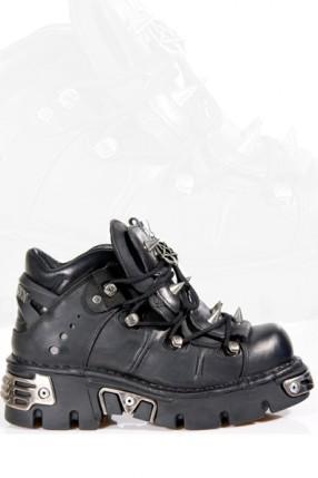 Ботинки с шипами и пентаграммой