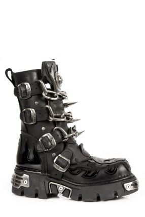 Ботинки с цепями и шипами