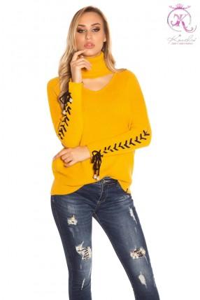 Женский джемпер с чокером и шнуровками на рукавах