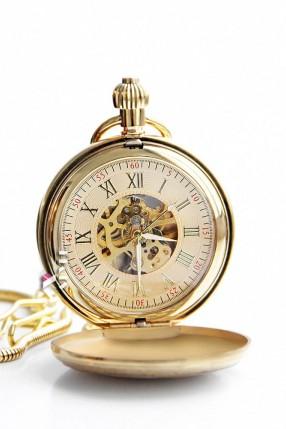 Золотистые карманные часы в подарочной упаковке